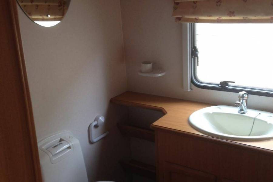 2003 AVONDALE EUROPEAN VAN 4 BIRTH SHOWERTOILET Wollogong NSW
